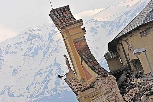terremoto paganica chiesa